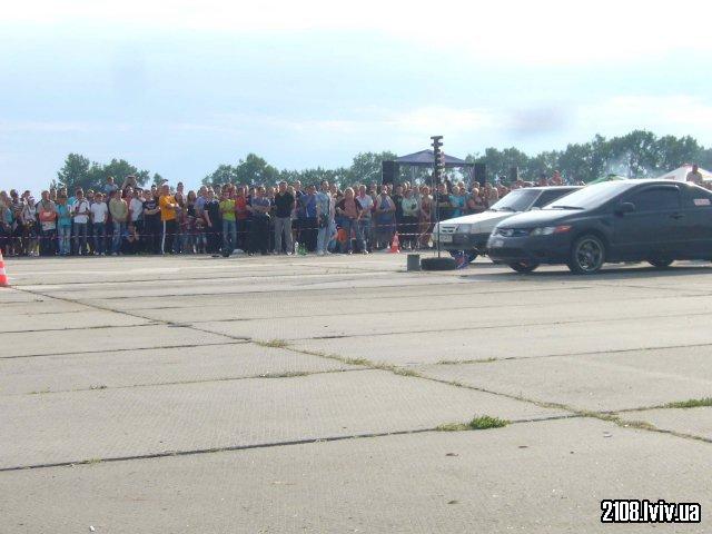 Honda Civic SI vs ВАЗ 2108 1.6